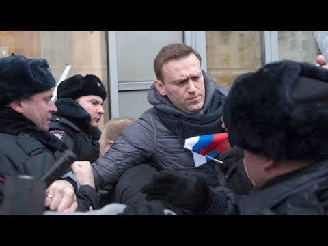 Putin critic Alexei Navalny arrested at election protest
