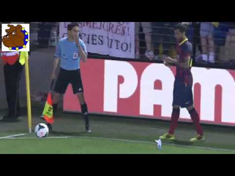 Incredible Villarreal fan throws banana at Barcelonas Dani Alves; picks it up and eats it
