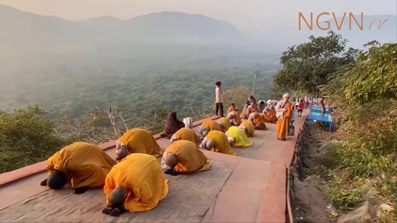 Chư Ni chùa Bồ Đề Lan Nhã tam bộ nhất bái lên đỉnh núi Linh Thứu – Ấn Độ