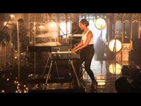 Girl On Fire - Alicia Keys MTV World Stage