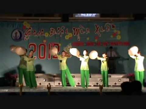Về miền Tây * Thảo Nhi và nhóm múa lớp 10B1