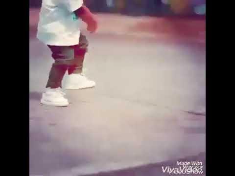 طفل يرقص على اغنية جيناك بهاية thumbnail