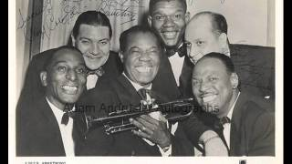Louis Armstrong - Stomping at the Savoy (Cozy Cole Drum Solo)
