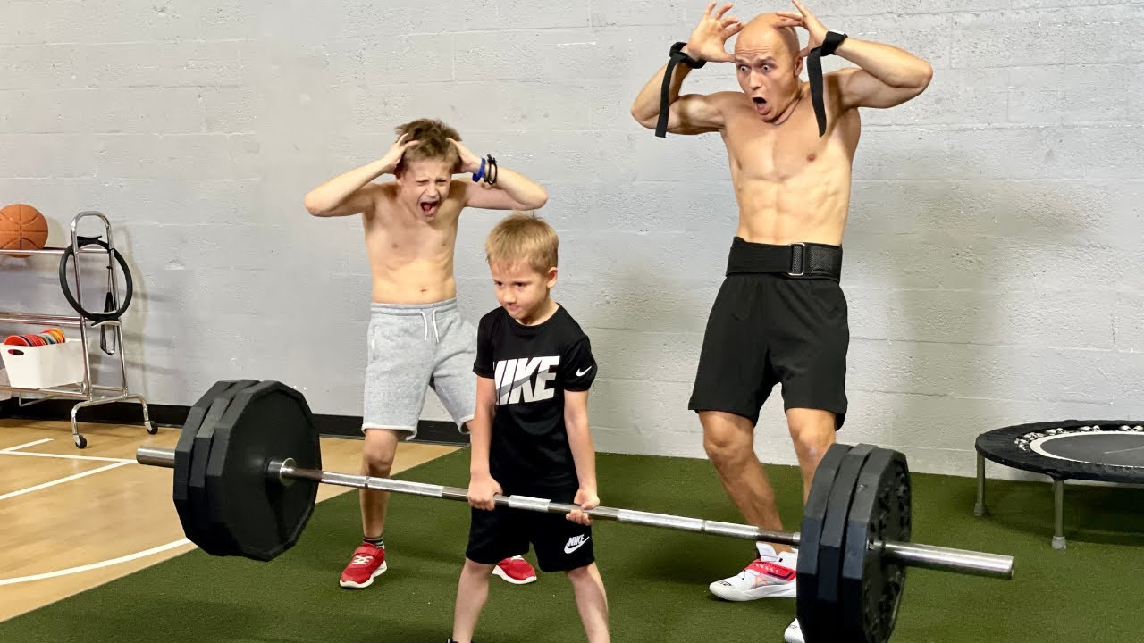 World Strongest 5 Year Old Kid lifts Crazy Weight!