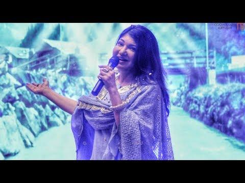 Alka Yagnik Singing LIVE