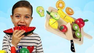 Играем и Учим Фрукты и Овощи на липучках! Играем вместе в веселую кухню с Эмилюшей!