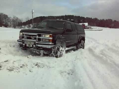 Chevy Pickups driving in the snow 5 - YouTube