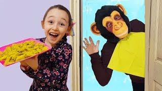 Öykü Pretend Play cafe home, Funny Monkey wants to eat - Oyuncak Avı