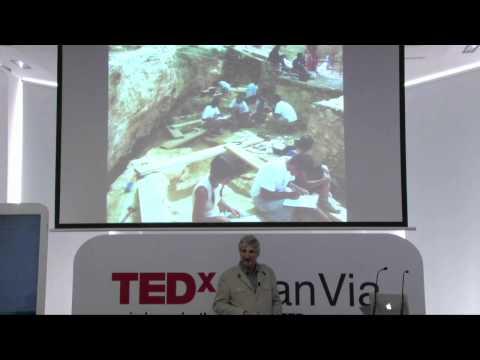 De homínidos y carnívoros en la evolución humana: Enrique Baquedano at TEDxGranVia Live