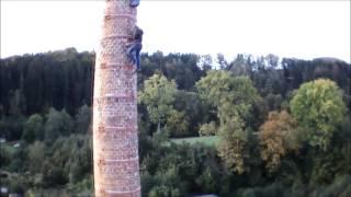 Výstup na komíny sklárny v Chřibské