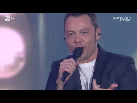 Tiziano Ferro canta