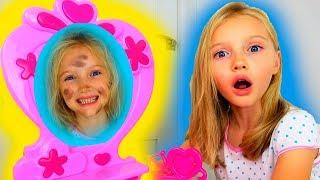 Hola Polina y su gemela-cochina del espejo.