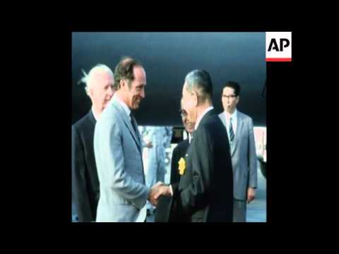 SYND 26/5/70 CANADIAN PRIME MINISTER PIERRE TRUDEAU ARRIVES IN TOKYO