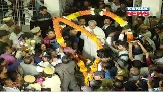 Bureaucrats & Politicians Greet CM Naveen Patnaik On New Year's Day In Odisha Secretariat