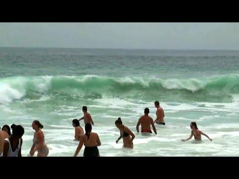 Pacific Ocean Beach In California - Big Wave In Zuma Beach Malibu