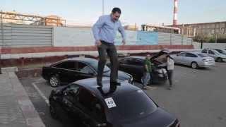 Пьяный жених танцует на крыше авто тамады