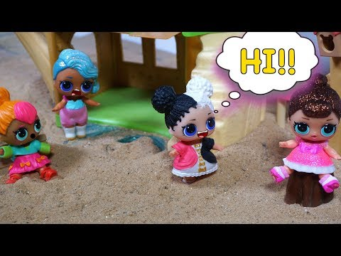 LOL SURPRISE DOLL Harper Talks To The POPULAR Girls At Recess!