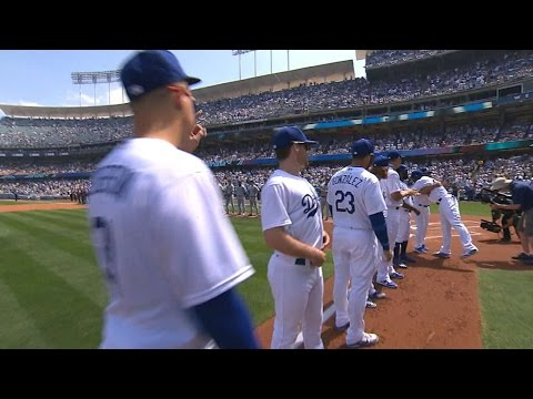SD@LAD: Dodgers' starters introduced on Opening Day