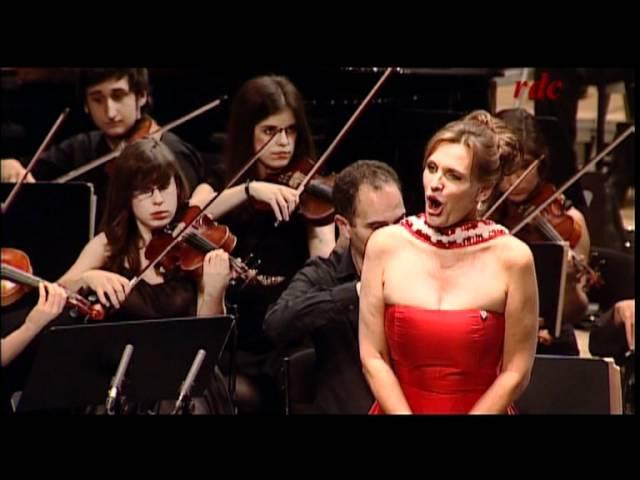 Ainhoa Arteta canta Noche de Paz con la Orquesta Gaos.AVI