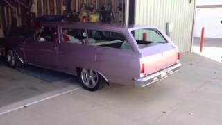 1965 Chevy Chevelle 2-door wagon starting and warming up