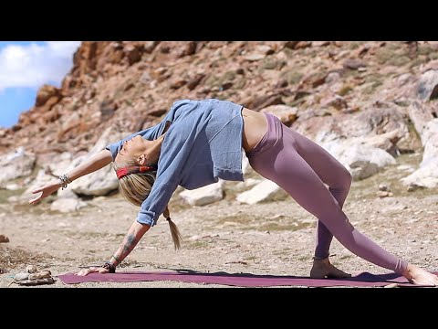 Yoga For Beginners | Easy 20 Minute Yoga Experience