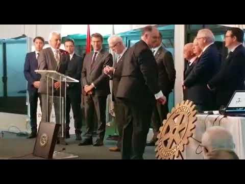 El Rotary Club de Pontevedra celebra sus 30 años y homenajea a Feijóo