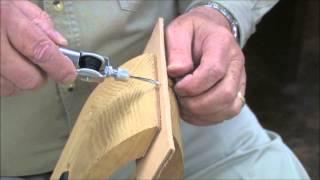 ручная швейная машинка(Много интересных приспособлений для кожи можете найти тут www.egopot.ru., 2013-10-05T13:46:52.000Z)