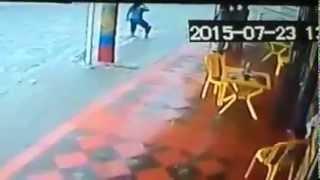 Nuevo vídeo de la niña arrastrada por el arroyo de la 21