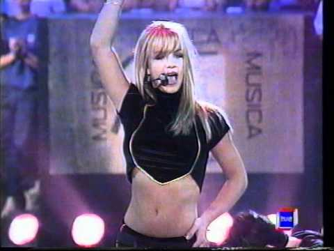 Britney Spears - Baby One More Time  (Live...