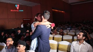 प्रियंका र उनका प्रेमीले सार्वजनिक स्थलमै खाए चुम्माचुम्मी