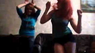 Девки танцуют под песню порно порно
