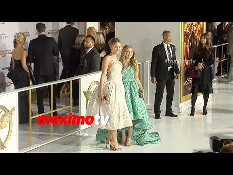 Jennifer Lawrence & Willow Shields Cute Moment  MOCKINGJAY PART 1 Los Angeles Premiere