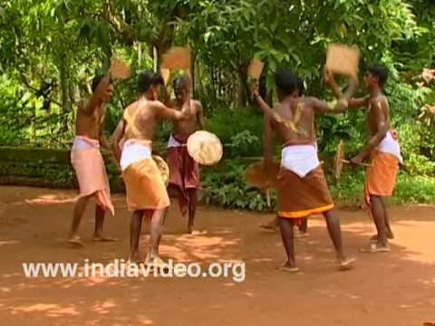 Kuda Chozhi � a folk dance from Malabar
