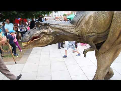 Dinosaur runs riot in Exmouth