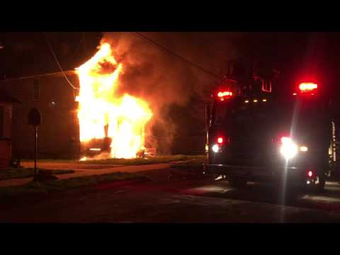 Chaotic vacant house fire in Youngstown, OH