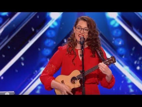 Jovem surda canta música própria e encanta a todos - Legendado pt-br