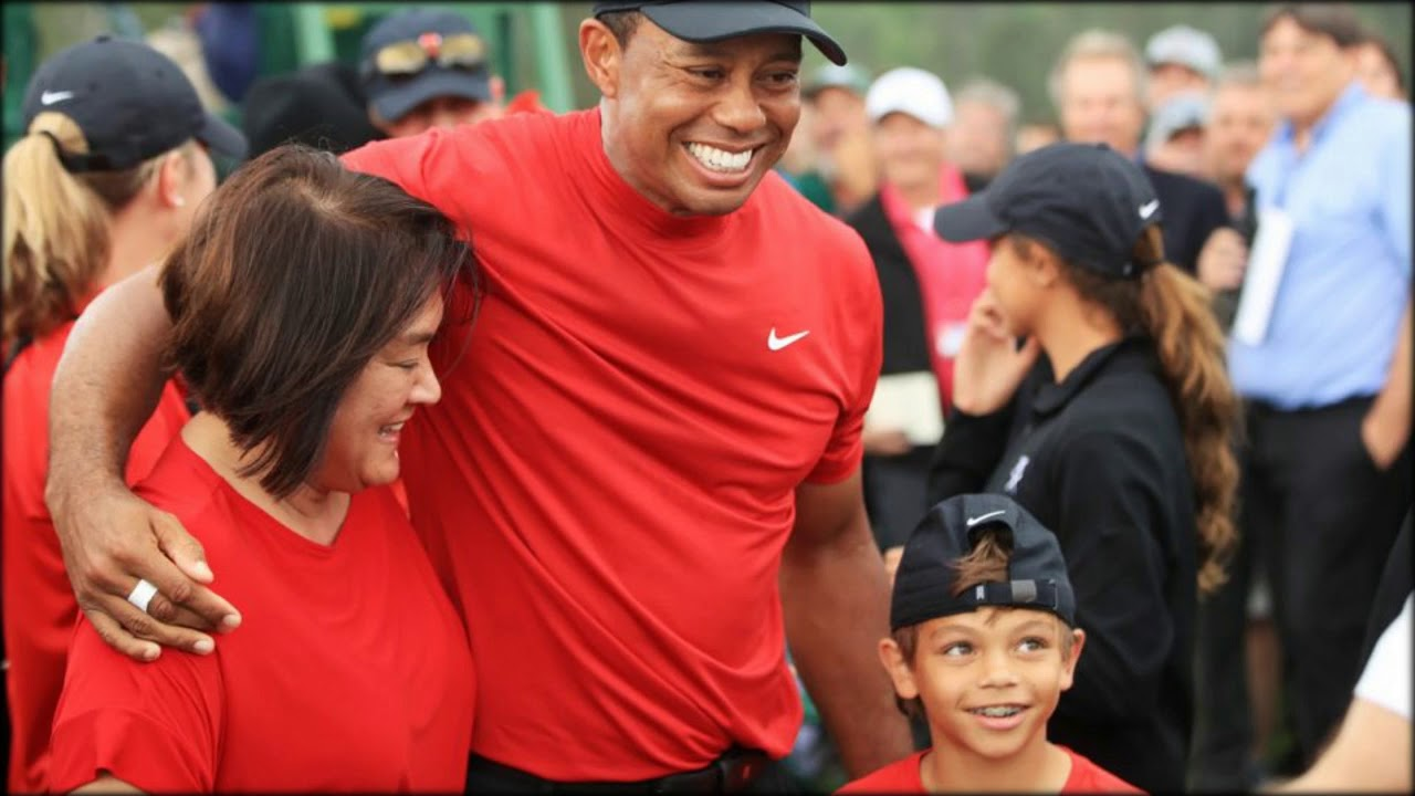 tiger woods celebrates with girlfriend erica herman after
