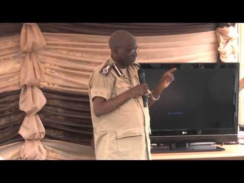 Ndi umunyarwanda  Gen Major Paul Rwarakabije