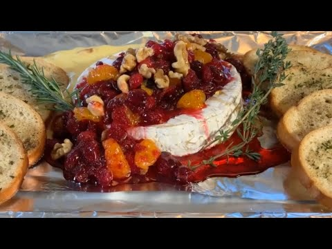 How to make Baked Brie With Cranberry Sauce