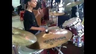 FENOMENA TRAGIS - Resurrection War In Mind & Outro live at Atrium Pondok Gede 17 Maret 2013