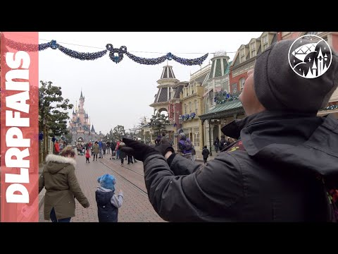 It's snowing and it's making lot's of noise at Disneyland Paris