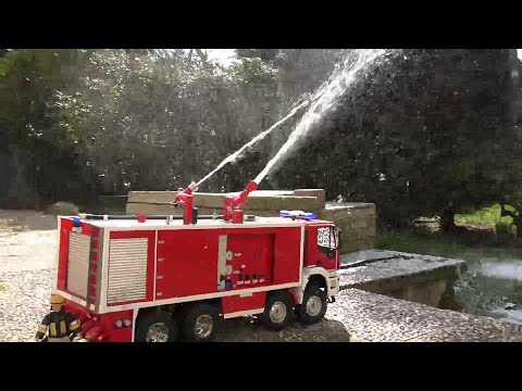 rc fire truck biggest fire truck in the world youtube. Black Bedroom Furniture Sets. Home Design Ideas