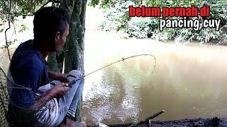 sungai ini belum pernah di  pancing sama pemancing lain