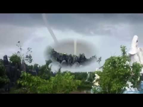 Chuyện Khó Tin_ Vòi rồng xuất hiện ven biển Bạc Liêu khiến nhiều người sợ hãi