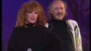 Download Алла Пугачева - Ты мне должен закаты (1994, Витебск) Mp3 and Videos