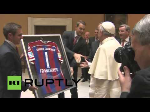 Holy See: See Pope Francis meet the German Champions Bayern Munich