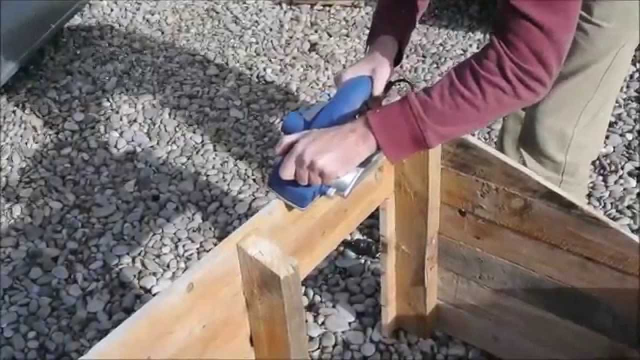 Comment faire une niche pour chien avec des palettes youtube - Construire avec des palettes ...
