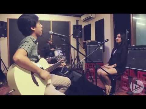 Revara   Jakarta Story Part 2 Hujan Acoustic Session   YouTube 360p