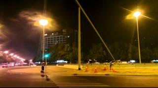 Как в городе Дубаи  меняют лампочки на столбах