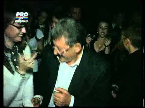 24.10.2010 Mihai Ghimpu a dansat pana la miezul noptii intr-un club de noapte din capitala.flv